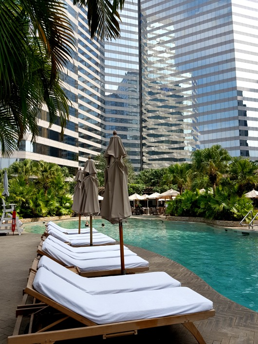 grand hyatt hong kong pool plateau spa